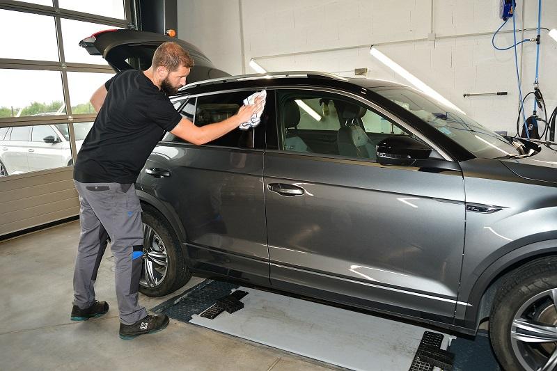 Les prestations complémentaires du Garage Hautbois Automobile -Nettoyage de votre voiture au Landreau